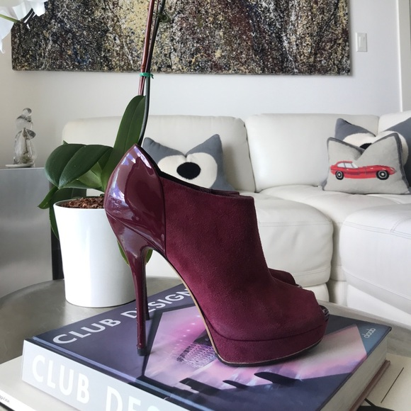 8e7e33e2e29 GUCCI Suede & Patent Leather Peep Toe Ankle Boots